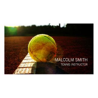 Tennis-Lehrer-Tennisball auf Boden Nahaufnahme Visitenkarten