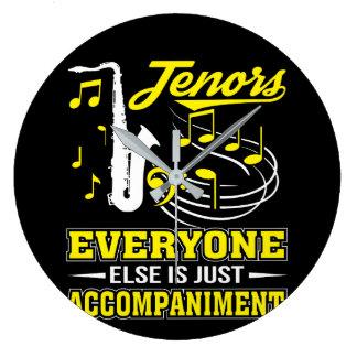 Tenor-Sänger jeder ist Begleitung Große Wanduhr
