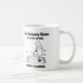 Teppich-Reinigung hält Cartoon-Tasse instand Kaffeetasse