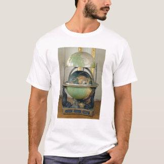 Terrestrische und himmlische Kugel T-Shirt