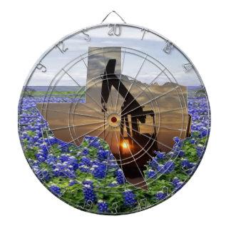 Texas-Öl-Pumpen-Jack am Sonnenuntergang auf Dartscheibe