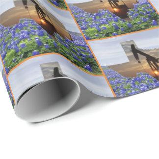 Texas-Öl-Pumpen-Jack am Sonnenuntergang auf Geschenkpapier