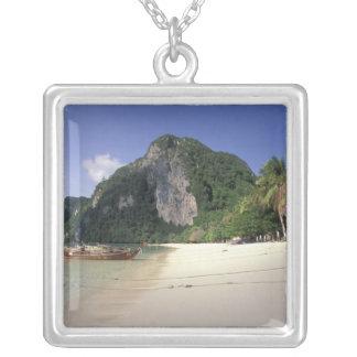 Thailand, Andaman Meer, Ko Phi-Phi-Insel, Strand Versilberte Kette