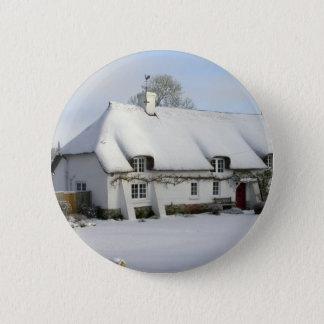 Thatched englische Hütte im Schnee Runder Button 5,1 Cm
