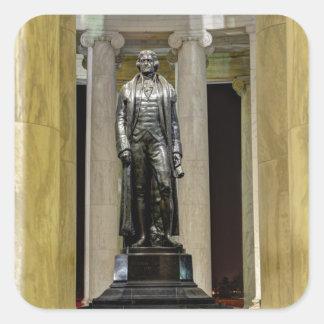 Thomas Jeffersonerinnerungsstatue nachts Quadratischer Aufkleber