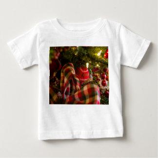Tiefe eines Weihnachtsbaums Baby T-shirt