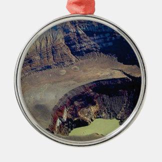 tiefer vulkanischer Krater Silbernes Ornament