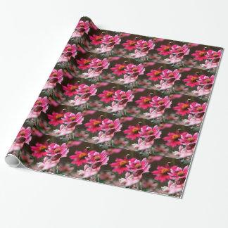 Tiefrosa Blumen Geschenkpapier