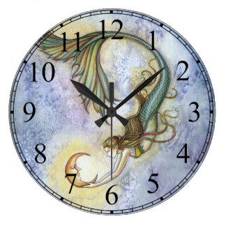 Tiefsee-Mond-Meerjungfrau-Uhr durch Molly Harrison Uhren
