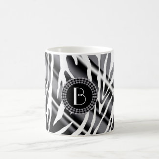 Tierdruckzebra-Muster und Monogramm Kaffeetasse
