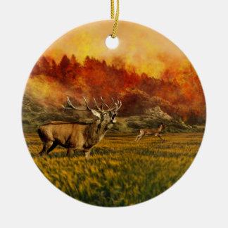 Tiere, die weg von Feuer-Illustration laufen Rundes Keramik Ornament