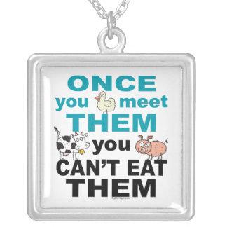 Tiermitleid Halskette Mit Quadratischem Anhänger