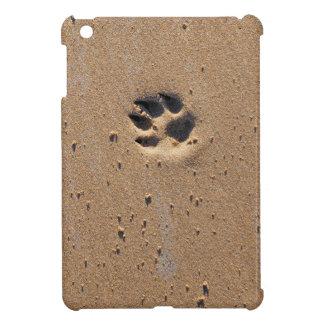 Tiertatzendrucke im Sand iPad Mini Hülle