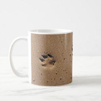 Tiertatzendrucke im Sand Kaffeetasse
