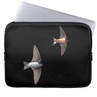 Tiervogel-Baum-Schwalbe und Scheunen-Schwalbe Laptopschutzhülle