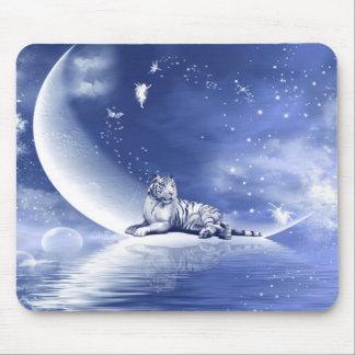 Tiger auf dem Mond Mauspad