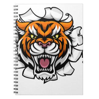 Tiger, der den Baseball-Ball bricht Hintergrund Spiral Notizblock