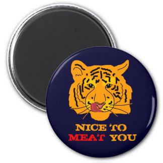 Tiger, der zum Fleisch Sie lustige Gewohnheit Runder Magnet 5,7 Cm