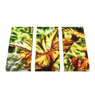 Tiger-Frack auf gelber Wildblume Leinwanddruck