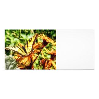 Tiger-Frack auf gelber Wildblume Werbekarte