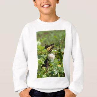Tiger-Frack-Schmetterling auf Wildblume Sweatshirt
