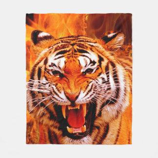 Tiger und Flamme Fleecedecke