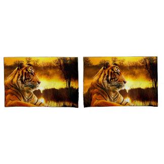 Tiger und Sonnenuntergang Kissenbezug