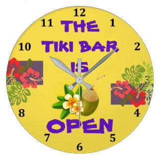 Tiki Bar-Hütte ist offenes tropisches Große Wanduhr