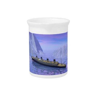 Titanisches sinkendes Schiff - 3D übertragen Getränke Pitcher