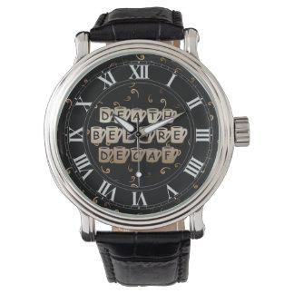 Tod vor Decaf-Kaffee-Spaß-Armbanduhr Armbanduhr