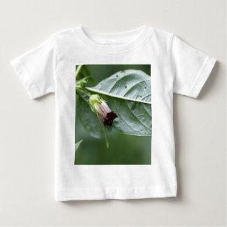 Tollkirsche oder tödlicher Nightshade Baby T-shirt