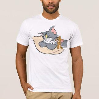 Tom und Jerry auf Kissen T-Shirt