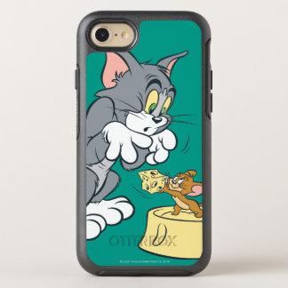 Tom und Jerry füttern die Katze OtterBox Symmetry iPhone 8/7 Hülle