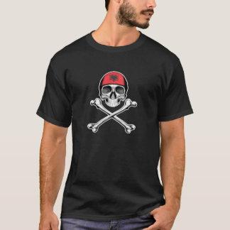 Totenkopf mit gekreuzter Knochen: Albanien T-Shirt