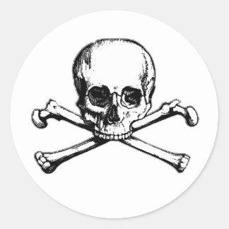 Totenkopf mit gekreuzter Knochen-Piraten-Ikone Runder Aufkleber