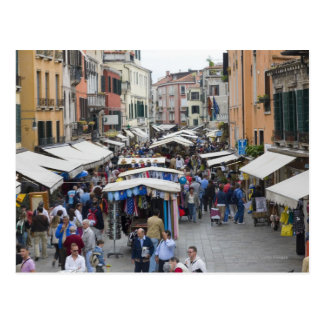 Touristen in einem Straßenmarkt, Venedig, Italien Postkarte