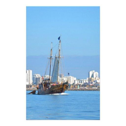 Touristisches Boot auf der Algarve Individuelles Büropapier