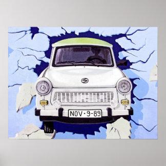 Trabant-Auto, hellblau, Berliner Mauer Posterdruck