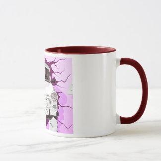 Trabant-Auto und rosa/lila Berliner Mauer Tasse