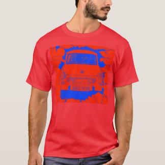 Trabant-Auto und rote/blaue Berliner Mauer T-Shirt