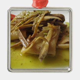 Traditionelle Italiener Paccheri Teigwaren mit Silbernes Ornament