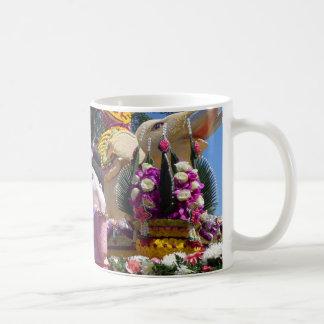 Traditionelle thailändische Blumen-Skulpturen Kaffeetasse