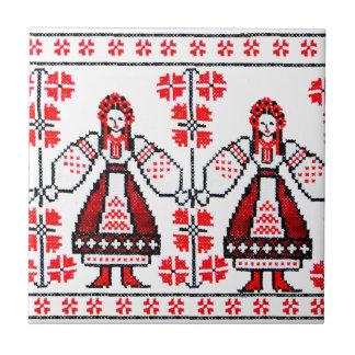 Traditionelle ukrainische Stickereiukraine-Mädchen Keramikfliese