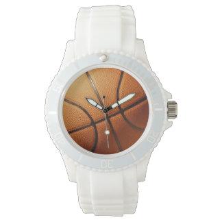 Traditioneller großer runder orange Basketball, Uhr