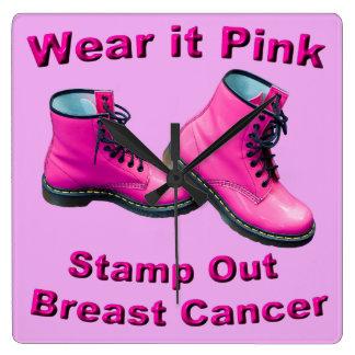 Tragen Sie es rosa Briefmarken-heraus Brustkrebs Quadratische Wanduhr