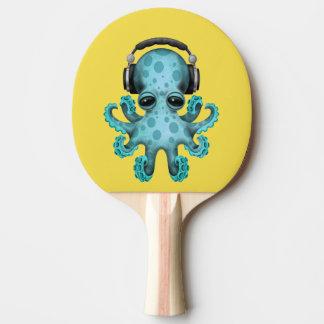 Tragende Kopfhörer blaues Baby-Kraken-DJ Tischtennis Schläger