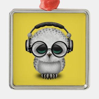Tragende Kopfhörer niedliche Baby-Eulen-DJ Quadratisches Silberfarbenes Ornament