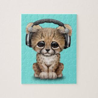 Tragende Kopfhörer niedlicher Babycheetah-DJ Puzzle