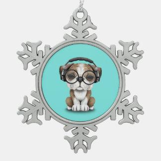 Tragende Kopfhörer niedlicher Bulldoggen-Welpen-DJ Schneeflocken Zinn-Ornament