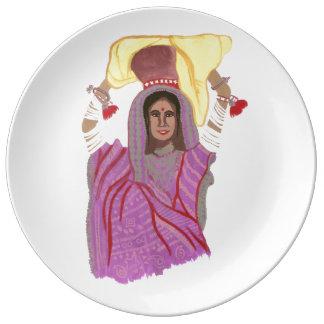 Tragende Nahrung der Frau Teller